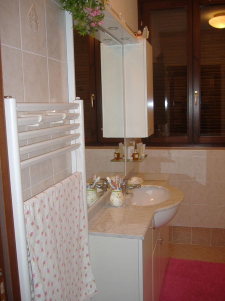 Produzione-armadietti-per-lavabo